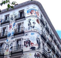 Edificio Graffiti (Madrid). Me encanta este edificio y el barrio Polaroid, Foto Madrid, Real Madrid, Madrid Travel, Adventures Abroad, Spain And Portugal, Outdoor Art, Spain Travel, Places To Visit