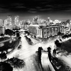 Nightscapes, paysages nocturne de centre ville de Martin Stavars (Singapour, Dubaï, Hong Kong, Paris, Tokyo, ou encore Toronto)