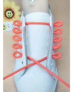 Ways To Lace Shoes, How To Tie Shoes, Lace Up Shoes, Diy Clothes Life Hacks, Diy Clothes And Shoes, Clothing Hacks, Ways To Tie Shoelaces, Diy Fashion Hacks, Hand Embroidery Videos