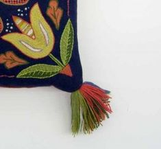 The distinguished tassel of a Swedish traditional wool embroidered cushion | tofsdyna