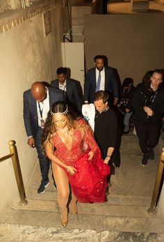 The largest photo gallery for Beyoncé Knowles with pictures, including photoshoots, appearances, performances, candids and more. Beyonce 2013, Beyonce And Jay Z, Rihanna, Beyonce Beyonce, Divas, Queen Bee Beyonce, Pre Wedding Party, Beyonce Style, Online Photo Gallery