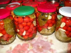 Ingrediente : 2 kg rosii cherry coapte 2 capatani de usturoi 5-6 frunze de vita de vie circa 10 frunze de visin 2 linguri sare grunjoasa(fara iod) 400 ml otet alimentar de 9 grade boabe de piper negru 2 litri apa salicil (praf conservant) 6 linguri zahar Preparare : Spalati si scurgeti bine rosiile, frunzele […] Romanian Food, Celery, Preserves, Pickles, Cucumber, Vegetarian Recipes, Good Food, Stuffed Peppers, Mason Jars