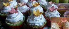 Recept Muffiny plněné džemem a zdobené vanilkovou šlehačkou Cupcakes, Food, Meal, Author, Cupcake, Essen, Hoods, Cupcake Cakes, Meals