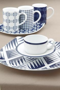 Mediterranean blue mugs. Delft, Dinnerware, Black And White, Mugs, Tableware, Inspiration, Accessories, Color, Blue And White