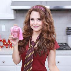 Rosanna Pansino dressed as 'Hermione'from Harry Potter Harry Potter Love Potion, Harry Potter Food, Harry Potter Hogwarts, Rosanna Pansino Nerdy Nummies, Aj Mitchell, Raspberry Sorbet, Logan Paul, Halloween Drinks, Socialism