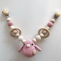 Wagenspanner! #angelshandmade #handmade #hakeniship #handgemaakt #kraamcadeau #babyshower #babycrochet #babytoys #woodentoys #wagenspanner #instagramkoopjeshoek #instagood #instababy #webshop #webwinkel #pink #babygirl #kinderwagen