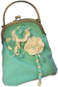 DIY ~ Flower Purse (by Janet Carija Brandt) -- aqua wool with softly sculpted wool accents. Vintage Purses, Vintage Bags, Vintage Handbags, Vintage Outfits, Vintage Accessories, Fashion Accessories, Frame Purse, Fru Fru, Moda Vintage