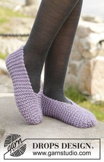 "Easy Steps - Knitted DROPS slippers in garter st in ""Eskimo"". - Free pattern by DROPS Design"