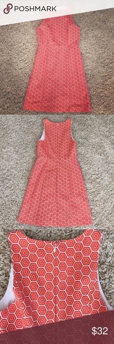 """🎉1 hour sale🎉Gap dress Adorable orange and white hexagon patterned dress with 2 side pockets. 97% cotton, 3% spandex. 34 1/2"""" in length from shoulder to bottom hem. Great condition! GAP Dresses Midi"""