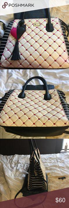 BJ handbag. A Fashionistas luv charm! Betsy Johnson s KISS Bag. Black 1b8e4c56a587f