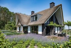 Different House Styles, Thatched Roof, Garden Architecture, Modern House Design, Bungalow, Beautiful Homes, Villa, New Homes, Cottage