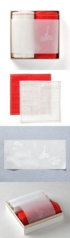 【婚礼ふきん(中川政七商店)】/大切な2人の門出をお祝いするのに最適な箱入りふきんのセットです。5枚仕立ての蚊帳生地を使用した紅白のふきんを、慶事・吉祥の象徴となっている松竹梅と夫婦鶴のあしらいが華を添えます。上品な砂子色のさし色が美しい紙箱におさめました。This is beautiful PD