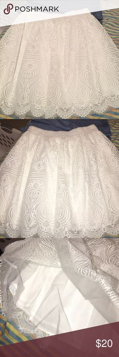 Bebe white lace and tulle skirt🌼 Super cute and girly🌷white tulle and lace skirt size medium. Brand new no tag. Only tried on🌸 you will love it great for spring and summer 🌼🌼 bebe Skirts Midi