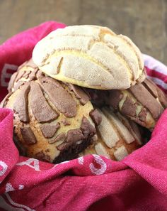 Conchas (Mexican Shell Bread) Pan Dulce