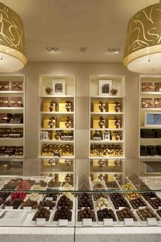 Godiva chocolate shop, 5th Ave, New York City, NY, USA - I thought it was a jewellery store at first!