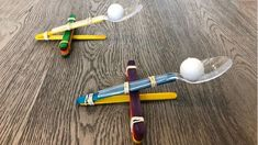 Have fun launching balls in the air and see how far you can fling them with this popsicle stick catapult! Using materials you already have at home, you can bulid this catapult with your kids and have hours of fun! Popsicle Stick Catapult, Popsicle Crafts, Popsicle Sticks, Craft Stick Crafts, Craft Sticks, Yarn Crafts, Educational Activities For Toddlers, Indoor Activities For Kids, Science For Kids