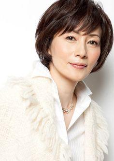 年齢に相応しい大人な女性は、若い人から見てもとっても素敵に見えるもの。40~50代をもっと輝くために、自分らしい髪のオシャレを楽しみましょう! Medium Hair Styles, Short Hair Styles, Hair Remedies, Cute Shorts, Asian Beauty, Hair Care, Hair Beauty, Hairstyle, Face