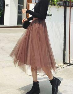 Long Skirt Fashion, Long Skirt Outfits, Korean Skirt Outfits, Black Tulle Skirt Outfit, Girls Fashion Clothes, Teen Fashion Outfits, Fashion Dresses, Cute Fashion, Fashion Pants