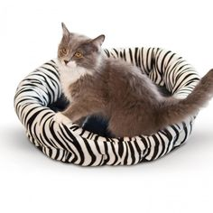 K&H Self-Warming Nuzzle Nest is for cats and small dogs.