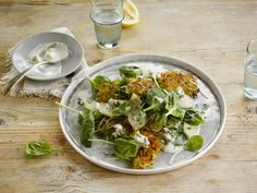 Aardappelrösti, salade van peer en spinazie, dressing van blauwe schimmelkaas met Alpro soya Cuisine