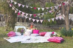 Picnic Tea Party Inspiration, by Pod and Pea Vintage Party, Vintage Garden Parties, Vintage Picnic, Vintage Tea, Picnic Birthday, Geek Birthday, Picnic Style, Party Decoration, Picnic Decorations