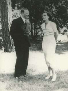 Adolf Hitler and Leni Riefenstahl (via putschgirl)
