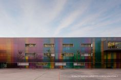 School in Ejea de Los Caballeros / Cruz Diez García + Santiago Carroquino Larraz. Exterior finish of facade is solved with a system modular cellular polycarbonate without views bindings, by applying a selection of colors using vertical stripes that stylize the building and create a dynamic and interactive game around children.