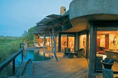 The very best safari lodges in and around the Kruger National Park has to offer in the way of big five safaris with kilometres to explore in an untouched bush. The very best hotels in the Greater Kruger to make your African safaris and adventure of lifeti Parc National, National Parks, Africa Safari Lodge, Game Lodge, Beste Hotels, Romantic Destinations, Honeymoon Destinations, Amazing Destinations, Holiday Destinations