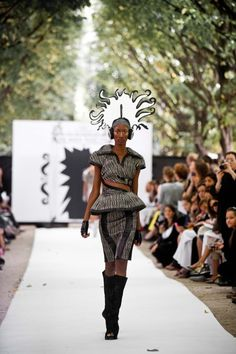 Miroir, mon beau miroir - Défilé On Aura Tout Vu by Yassen Samouilov & Livia Stoianova - Défilé Haute Couture Automne Hiver Paris 2011/2012