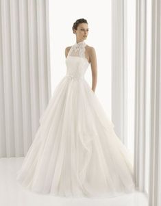 Halter neckline wedding dresses are a huge trend this year and will be next year for sure, so let's have a look what you can try.