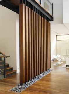 Love the strutured wooden wall screen. The little grey rocks are so nature inspired