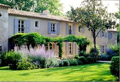 Mas de Bernard – the centuries old country farmhouse in Provence that author Vicki Archer completely restored.
