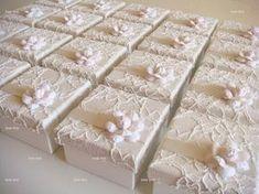 Ideias de presentes para madrinhas e padrinhos Mais Wedding Cake Boxes, Wedding Favours, Diy Wedding, Party Favors, Wedding Gifts, Diy Gift Box, Diy Box, Box Creative, Shabby Chic Boxes