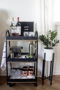 A Stylish DIY Bar Cart This modern bar cart is stunning! It's hard to believe that this is a DIY! Love the tile inlays and the mix of black, white, and gold on this DIY bar cart. Diy Bar Cart, Bar Cart Styling, Bar Cart Decor, Ikea Bar Cart, Apartment Bar, Home Decoracion, Home Bar Decor, Mini Bars, Bar Furniture