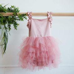 Easter Dress Ideas, Girl Easter Dresses, Toddler Easter Dresses #easterdress #girleasterdress #eastereggs