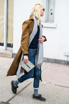 A casual off-duty look is kept looking pulled together by wearing complimentary neutral colors in black, tan, grey, and denim