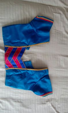 Pattern design Saree Jacket Designs, Patch Work Blouse Designs, Saree Blouse Neck Designs, Simple Blouse Designs, Stylish Blouse Design, Dress Neck Designs, Bridal Blouse Designs, Blouse Neck Models, Designer Blouse Patterns
