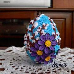 PISANKA WYKONANA TECHNIKA QUILLING Arte Quilling, Quilling Paper Craft, Paper Quilling Tutorial, Paper Quilling Designs, Quilling Patterns, Quilling Christmas, Diy Ostern, Paper Artwork, Egg Decorating