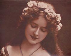 Accessorising vintage wedding dresses: Edwardian flower circlets.  Heavenly Vintage Brides - UK vintage wedding blog