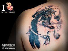 Tatuaje a color con la caricatura de un perro. De Yarda, en ZUK Tattoo Piercing de Lleida.