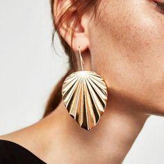 Best lady Fashion Design Metal Leaf Drop Earrings Jewelry Hot Sale Statement Vintage Maxi Dangle Earrings for Women Wholesale Bar Stud Earrings, Leaf Earrings, Pendant Earrings, Statement Earrings, Women's Earrings, Metal Jewelry, Fine Jewelry, Fashion Earrings, Fashion Jewelry