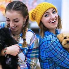 Brooklyn, Bailey, Ash, and Braidy Brooklyn Mcknight, Bailey Mcknight, Brooklyn And Bailey, Famous Youtubers, Summer Outfits, Cute Outfits, Cute Girls Hairstyles, Cute Family, Celebs