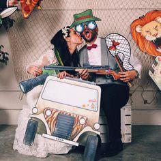 ¿Nos vamos de safari? 🦁¡Con nuestro photocall puedes llevar a tus invitados de viaje! Pídenos presupuesto por email sin compromiso 👍🏻👌🏻 ¡Envíos a toda España! 💌📦 . . . . . #bodasdeverdad #photocall #ilustracion #photography #fotografosdeboda #videodeboda #ilustration #usa #lunademiel #joy #diversion #bodas #wedding #weddingphotography #fun #atrezzo #safari #africa #viajedenovios #jeep #jungle #tigre #fiestaboda #fiesta #party #bodasfandi #boda