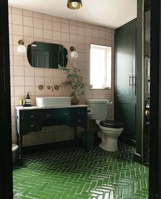 Pink Bathroom: Designs & Decoration Photos - Home Fashion Trend Bathroom Colors, Bathroom Sets, Small Bathroom, Master Bathroom, Bathroom Green, Colorful Bathroom, Dark Bathrooms, Gold Bathroom, Bad Inspiration