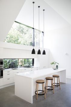 The project sought to re-work the footprint of an existing 1930s Californian Bungalow, without compromising the character of the original home. A rear addit...