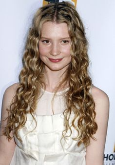 Mia Wasikowska as Celebrían (Arwen's Mom and Galadriel's daughter in Lord of the Rings.)
