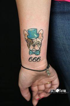 Fino y colorido tattoo by juan@deysitattoo de estilo #newschool, con el número 666 en la base del tattoo. El perro aparece con monóculo, sombrero de copa y pajarita, de forma que se le ha humanizado. El bulldog francés se ha convertido en uno de los perros de compañia más reconocidos y queridos, y que mejor manera que esta de plasmar a estos simpáticos compañer@s en la piel. #santcugat #juandeysitattoo #barcelona #colourtattoo #tatuajecolor #tatuatgecolor