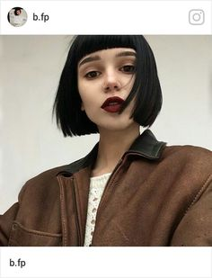 15 Dark Bob Hairstyles for Women 2019 Bob hair cuts are powerful and can turn your look into something too flat to sooo glam. Short Grunge Hair, Short Dark Hair, Short Hair With Bangs, Haircuts With Bangs, Short Hair Cuts, Short Hair Styles, Grunge Bob, Dark Hair Bangs, Pixie Styles