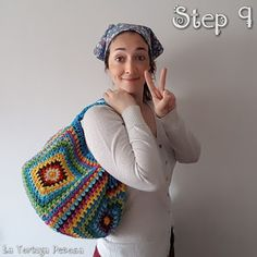 For many women, getting an authentic designer bag is not something to dash into. Because these bags can be so high priced, women in some cases worry over their choices before making an actual ladies handbag acquisition. (Re:Stylish Backpack. Crochet Girls, Love Crochet, Bead Crochet, Filet Crochet, Beautiful Crochet, Crochet Bag Tutorials, Easy Crochet Projects, Crochet For Beginners, Tutorial Crochet