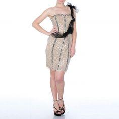 Abito di haute couture, 100% seta.    Taglie disponibile: M=44, XL=48.    Creazione e Produzione interamente Made in Italy Autentico.